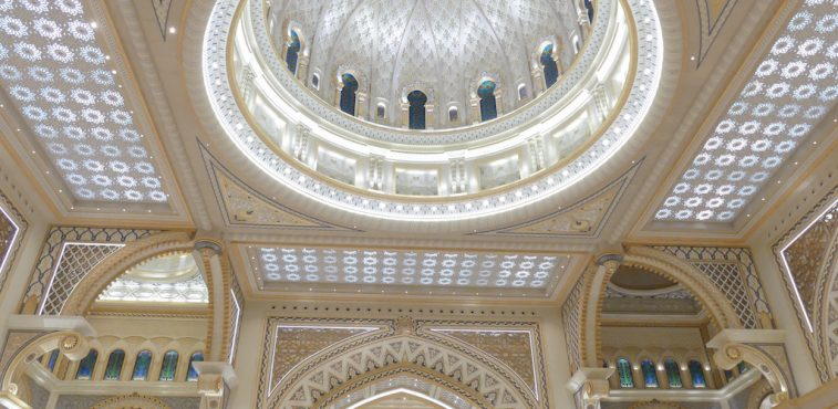Luxurious palaces in ABU DHABI love the colour white – our VIP Tour